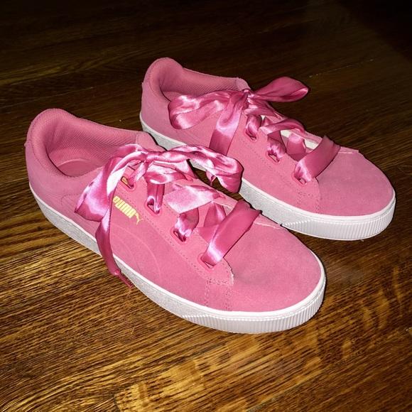 feeb04ba8f10d7 New pink Pumas (price is firm). M 5a7908fa00450f71769284f4